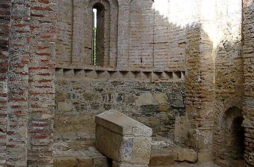 Mosteiro e Igreja de Castro de Avelãs 3.jpg