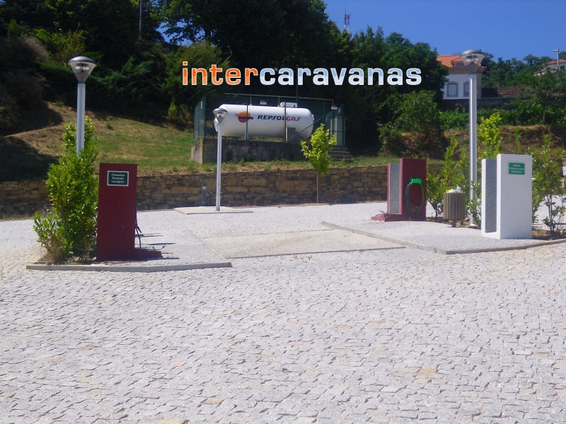 parque caravanas vinhais.jpg
