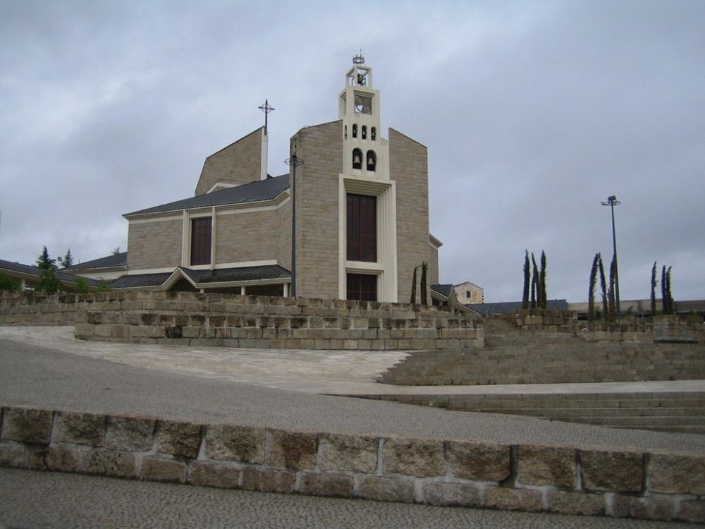 Igreja de Nossa Senhora da Rainha.jpg